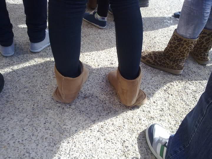 We zien nog liever Uggs aan je voeten, dan open schoeisel!